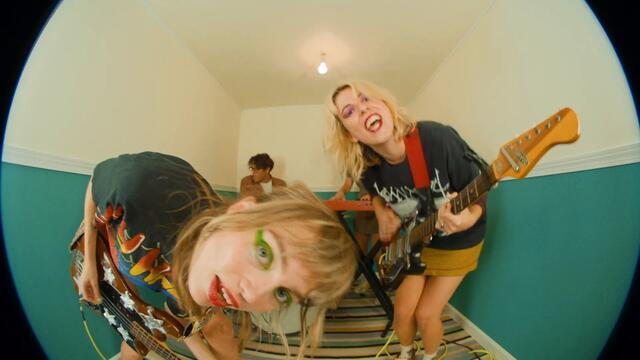 The Paranoyds - Hotel Celebrity (OFFICIAL VIDEO)